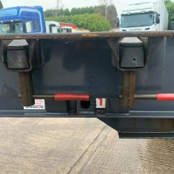 Dennison Sliding Skeletal Tri Axle Trailer 14 Twist Locks Year : 2008
