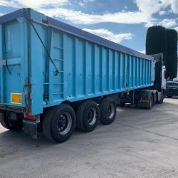 Don Bur Tri Axle Bulk Tipping Trailer Approx. 65 Cubic Yard Year : 1994